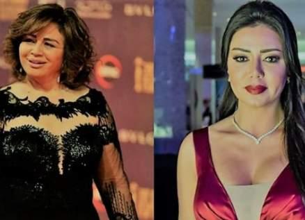 رانيا يوسف تُحرج إلهام شاهين وتسبب لها الكثير من الإنتقادات وهي تعاتبها-بالفيديو