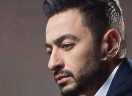 حمادة هلال ينعى والدته وسوزان نجم الدين ومحمد حماقي يعزيانه-بالصورة