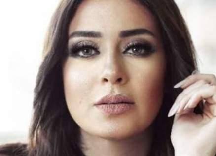 ميرنا نور الدين تطلب الدعاء لوالدتها بعد إصابتها بكورونا - بالصورة