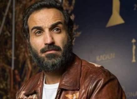 أحمد فهمي حزين على نفوق كلبه ويتعرّض للإنتقادات.. بالصور