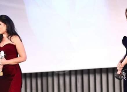 خاص- في افتتاح مهرجان القاهرة: إلهام شاهين ونيللي كريم ولبلبة يبكينَ.. منى زكي ترقص وتلقي كلمة مؤثرة.. وهذا ما صرحت به يسرا