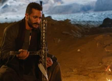 """محمد رمضان ينتقم لدم أخيه ويلاحقه الجنود الإنجليز في """"موسى"""""""