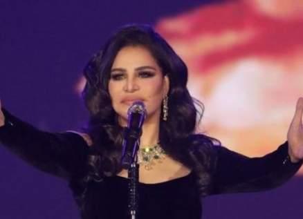 أحلام ترفع العلم اللبناني واللبنانيون يشكرونها على مساندتها لهم