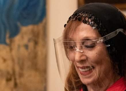 هذا سرّ عباية فيروز في زيارة الرئيس إيمانويل ماكرون الى منزلها