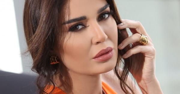 """سيرين عبد النور تطرح فيديو كليب أغنية """"عادي&quot"""