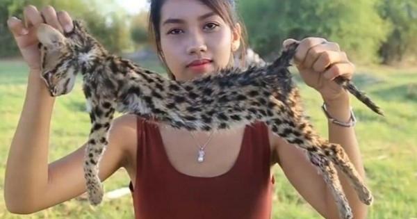 إمرأة تتغذّى على الثعابين والسحالي.. بالفيديو