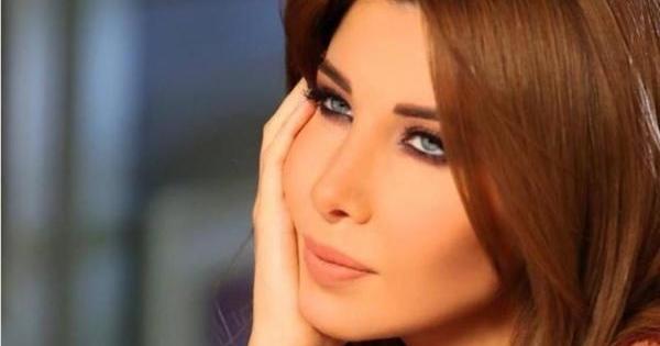 نانسي عجرم تشارك محبيها بصورة لزوجها وابنتها في حوض السباحة