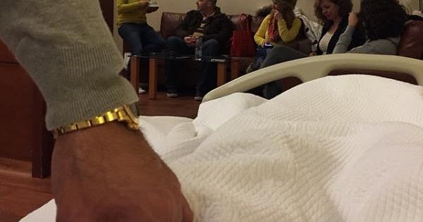 زوج ميريام فارس إلى جانبها في المستشفى