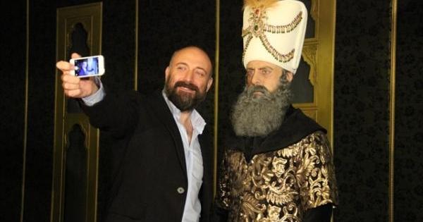 السلطان سليمان يتبرّع بلحيته
