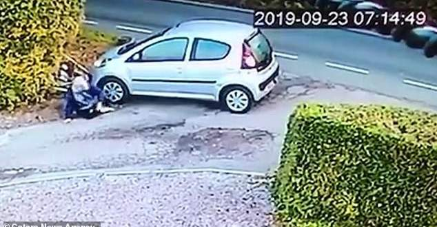 سيدة تصدم نفسها بسيارتها! بالفيديو