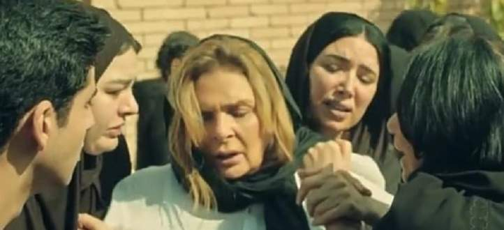 """مخرج """"خيانة عهد"""" يكشف كواليس مشهد إنهيار يسرا.. بالفيديو"""