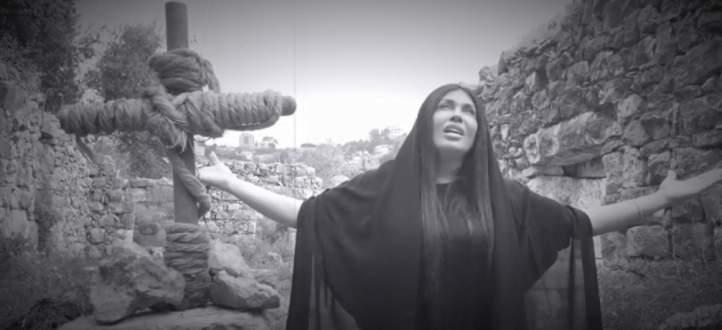 """ساندرين الراسي تكشف كواليس ترنيمة """"زيح الحجر"""".. بالفيديو"""