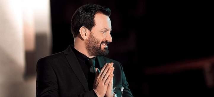 """محمد اسكندر يهدي فيروز أغنية :""""ماكرون جايي يبوس إيد السيّدة""""-بالفيديو"""