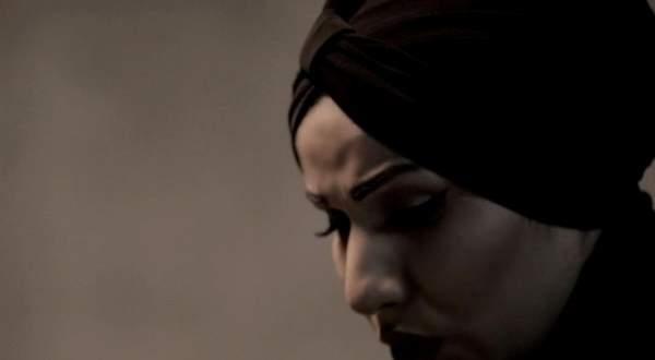 بالفيديو- لهذا السبب يعيد جان ماري رياشي إنتاج وتصوير أغنيته لـ نداء شرارة