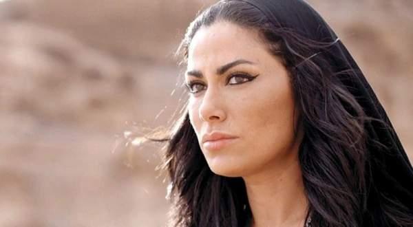 بالفيديو- صبا مبارك تتعرض للضرب على يد منذر رياحنة