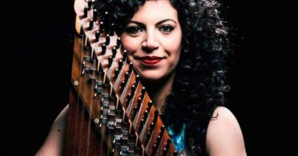بالفيديو- عازفة سورية تتصدر العناوين وتصبح أول عربية تفوز بأهم جائزة في عالم الموسيقى