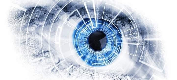 شاب يستبدل عينه بعين اصطناعية تتحول إلى كاميرا!-بالفيديو