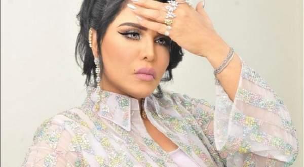 أحلام بالعباءة والحجاب.. بالفيديو