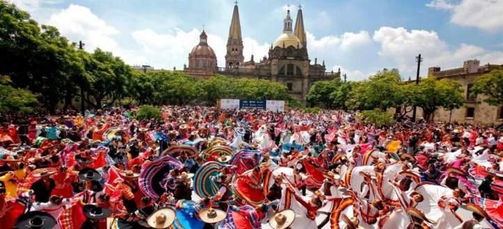 """أكبر رقصة """"فولكلورية"""" في العالم بالمكسيك تدخل """"غينيس"""".. بالفيديو"""