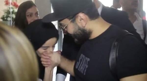 بالفيديو- معجبة تحتضن تامر حسني وتقبّله.. وهكذا كانت ردة فعل زوجته