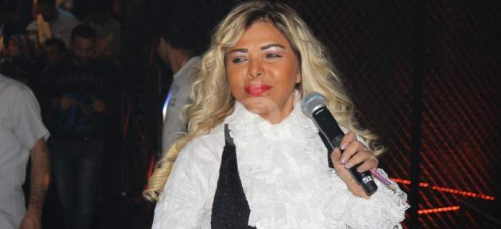 فلة أثارت غضب الجزائريين بسبب تصرفاتها الطائشة..هل تخطت العادات؟ - بالفيديو