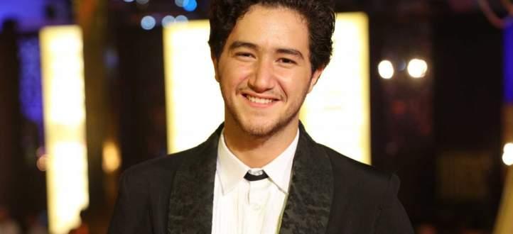 """أحمد مالك : """"لم أستحم لقرابة الشهر"""" وهذه الممثلة صرخت من شدة رائحته الكريهة-بالفيديو"""