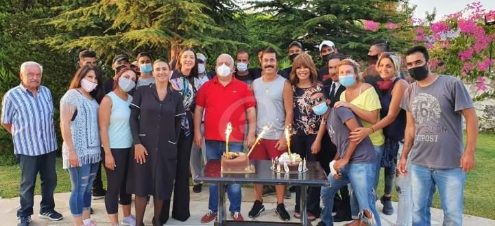 """خاص بالصور والفيديو- فريق عمل """"رصيف الغربا"""" يحتفل بعيد ميلاد علي منيمنة"""