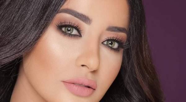 بالفيديو- كاميليا ورد تلاحق ملك جمال لبنان 2018 في
