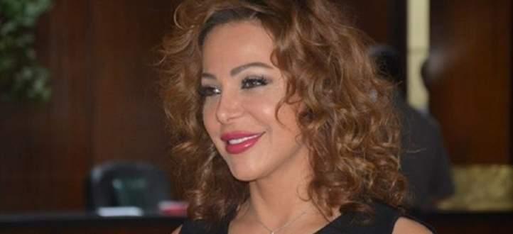 سوزان نجم الدين تكشف سرّا عن ثيابها-بالفيديو