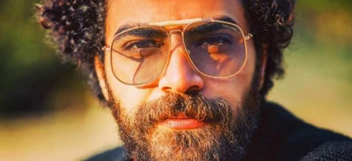 """محمد وزيري يبدأ مسيرته الغنائية رسمياً بـ """"وأنا معاك""""-بالفيديو"""