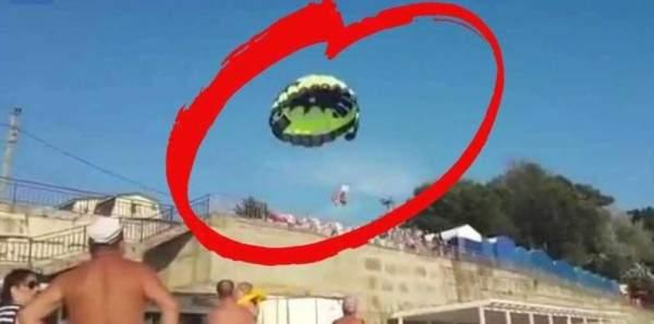 صعقة كهربائية في الهواء تنتهي بكارثة.. بالفيديو