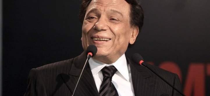 كاتب سينمائي شهير يكشف انه اعتزل بسبب شروط عادل إمام