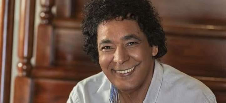 محمد منير يشيد بإجراءات الحكومة المصرية في مواجهة فيروس كورونا- بالصورة