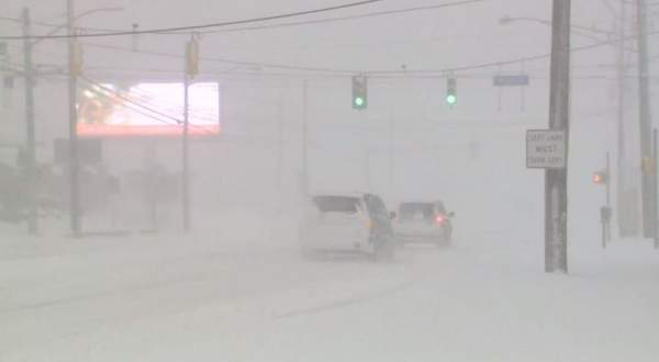 الثلوج تدفن مدينة أميركية..بالفيديو