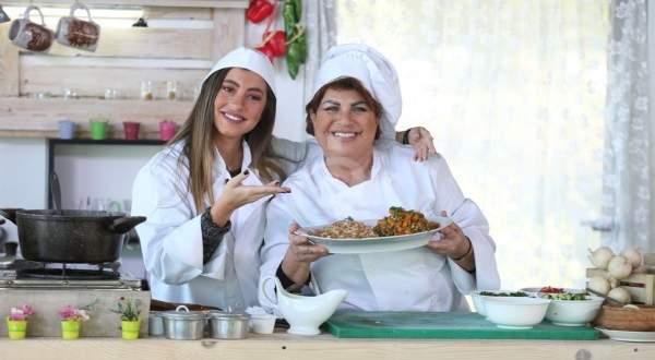 """خاص وبالفيديو- أرزة شدياق وإبنتها سيندي تقدمان طبق """"البازيلا ورز"""""""