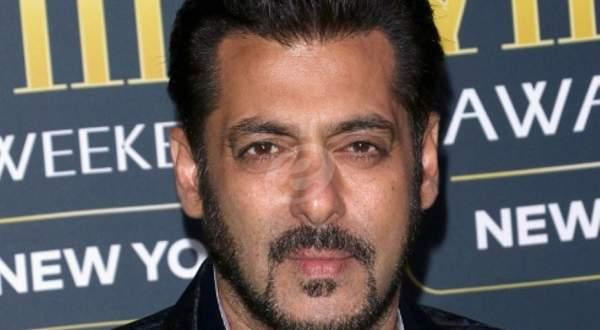 معجب يُغضب سلمان خان بسبب صورة سيلفي ورد فعل الأخير صادم- بالفيديو