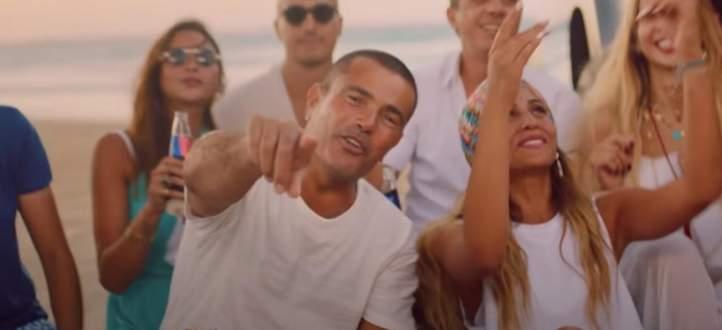 معجبة تنهار بالبكاء في حفل عمرو دياب.. ودينا الشربيني تتدخل-بالفيديو