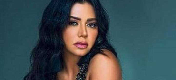 """بعد أن تعرضت لموجة إنتقادات.. رانيا يوسف: """"كنت قاصدة أظهر الشورت""""- بالفيديو"""