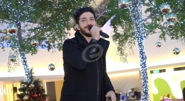 خاص بالفيديو- مارك حاتم ينشر أجواء الميلاد في مطار بيروت الدولي ويودع المسافرين على طريقته