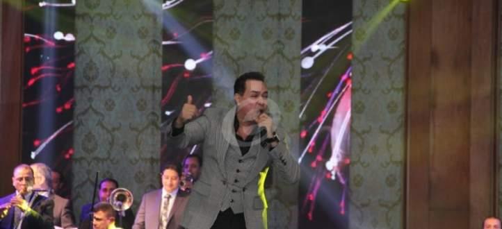 """بالفيديو- حكيم وفرقة الروك في """"سيبونا في حالنا"""""""