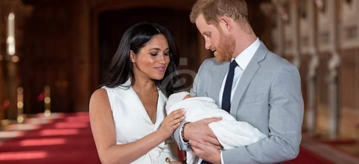 هدايا تهنئة للأميرين هاري وتشارلز بالطفل الملكي الذي كلف مبلغاً طائلاً- بالفيديو