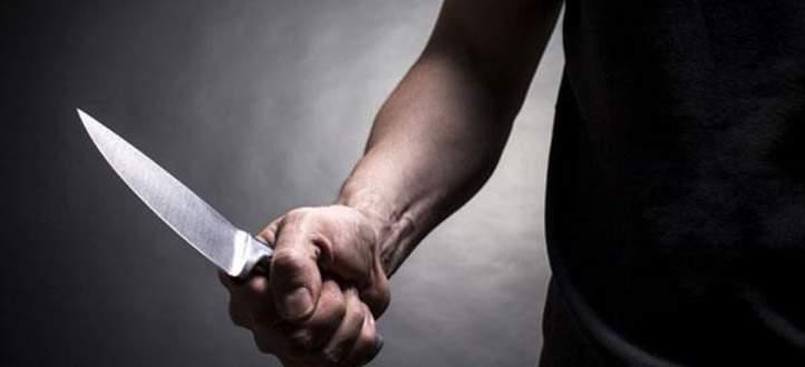 أميركي يقطع 40 تفاحة بالسكاكين في الهواء ويكسر الرقم القياسي- بالفيديو