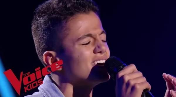 """طفل جزائري يبهر لجنة تحكيم """"ذا فويس"""" بنسخته الفرنسية- بالفيديو"""