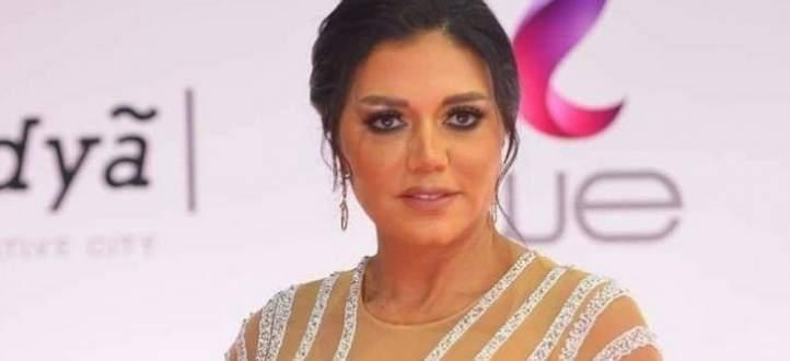 بالفيديو- بطانة رانيا يوسف تحدث جدلاً واسعاً وهذه المرة عند منطقة الصدر!