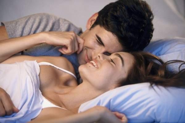 هل تجوز ممارسة العلاقة الجنسية خلال الدورة الشهرية؟ وكيف تؤثر صحياً على الشريكين؟