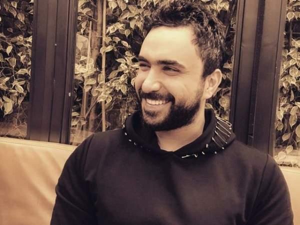 نادر الأتات بمشاهد رومانسية مع حبيبته.. بالصور