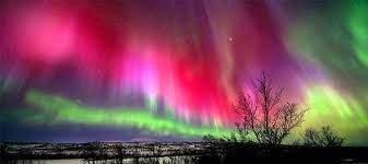لوحة طبيعية رائعة تنتج عن الانفجار الشمسي