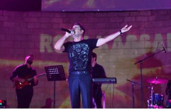 روني كسار يغني ويُبدع في مهرجان