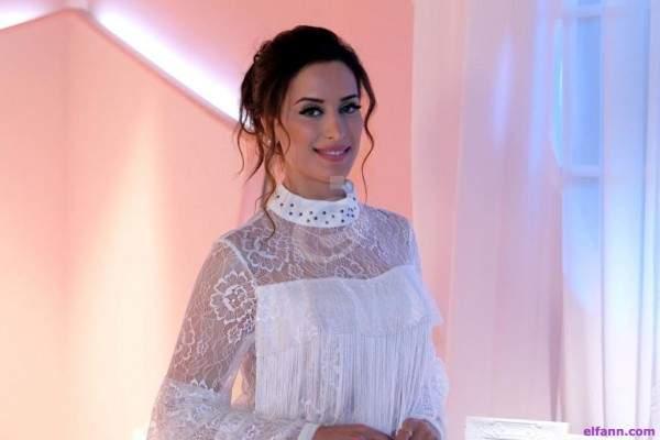وسيمة تنطلق من بيروت وتؤكد: فيروز مثلي الأعلى وإبتسام تسكت جميلة وذكية