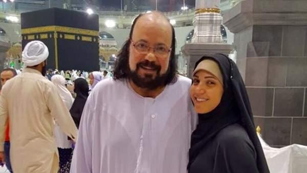 طلعت زكريا يؤدي مناسك العمرة مع إبنته.. بالصور